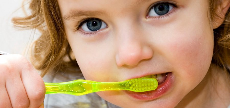Milchzähne brauchen gute Pflege und regelmäßige Kontrolle beim Zahnarzt